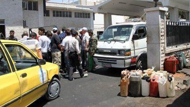 صورة طوابير البنزين ممتدة لأسبوعين
