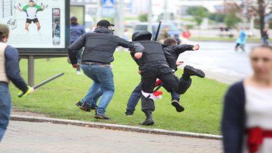 صورة لوكاشينكو يبطش بالمعتقلين
