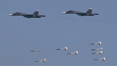 صورة قتيلان بتصعيد روسي على مناطق غرب إدلب