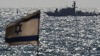 صورة زورق إسرائيلي يطلق النار على صيادين لبنانيين