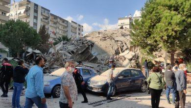 صورة انهيار 20 مبنى بزلزال ضرب غرب تركيا وفرق الإنقاذ تبدأ البحث عن ناجين