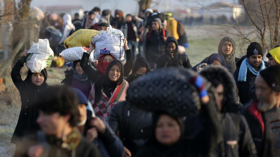 لاجئون على الحدود اليونانية