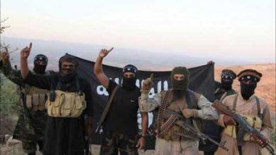 """صورة وجهاء يدفعون الجزية لـ """"داعش"""" خلسة"""