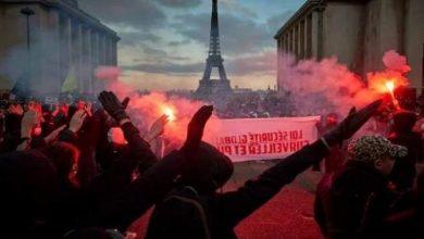"""صورة شوارع """"باريس"""" تشتعل بالمظاهرات"""