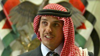 """صورة الأمير """"حمزة"""" يظهر مع عاهل الأردن"""