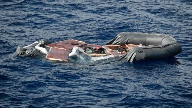 صورة غرق قارب على متنه عشرات المهاجرين قبالة السواحل الليبية