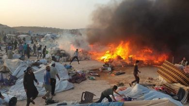 صورة وفاة ثلاثة أشخاص إثر حريق في مخيم شمالي إدلب