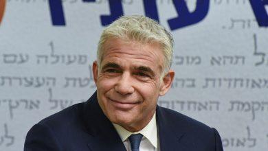 صورة وزير خارجية إسرائيل في الإمارات لافتتاح السفارة