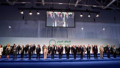 صورة رسالة دولية للسوريين: 2254 أمامكم والأسد خلفكم