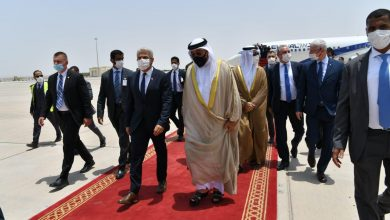 """صورة وزير خارجية إسرائيل من الإمارات: شكراً على """"الترحيب الحار"""""""