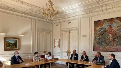 صورة وفد من الإدارة الذاتية في باريس