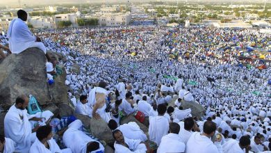 صورة وسط إجراءات مشددة.. حجاج بيت الله يواصلون الوقوف بـ عرفات