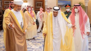 صورة تأكيد سعودي عماني على مواصلة التعامل مع الملف الإيراني