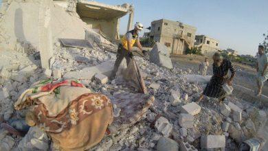 صورة مقتل 8 بعودة القصف على إدلب.. والمدفعية التركية ترد