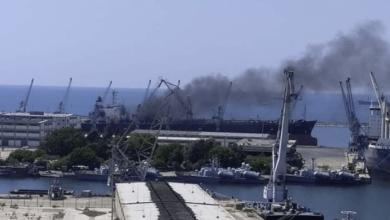 صورة إصابات باحتراق سفينة في اللاذقية