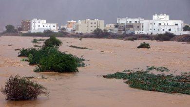 صورة قتلى ونزوح بإعصار هائل يضرب عمان وإيران ويقترب من الإمارات