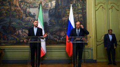 صورة وزير الخارجية الروسي يناقش اللجنة الدستورية السورية مع نظيره الإيراني