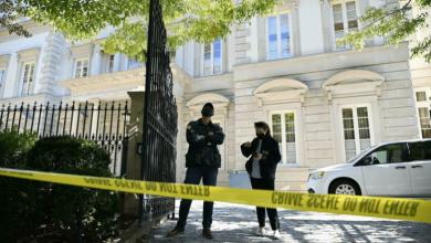صورة الشرطة الأمريكية تدهم قصرا يملكه روسي مقرب من بوتين في واشنطن
